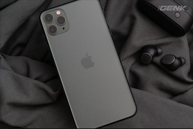 iPhone 11 Pro Max cháy hàng tại Việt Nam dù giá vẫn đang cao top đầu - Ảnh 1.
