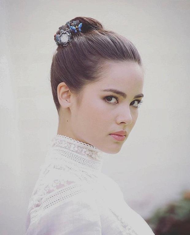 5 mĩ nhân cổ trang đẹp nhất xứ Thái: Bạn gái Sơn Tùng xinh đấy nhưng chưa thần thái bằng nàng thơ Yaya - Ảnh 12.