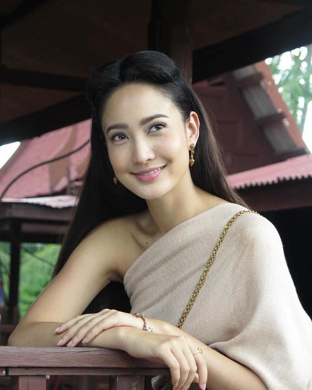 5 mĩ nhân cổ trang đẹp nhất xứ Thái: Bạn gái Sơn Tùng xinh đấy nhưng chưa thần thái bằng nàng thơ Yaya - Ảnh 15.