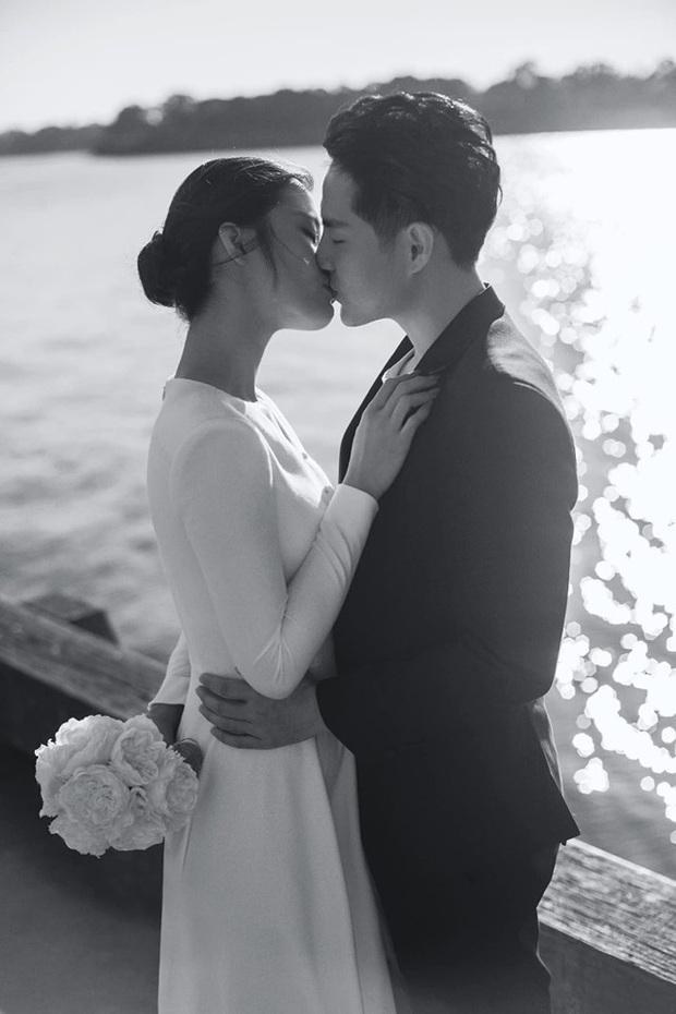 Nhìn Đông Nhi và Đàm Thu Trang mới thấy: Tóc búi xịt keo cầu kỳ đã về vườn, cô dâu ngày nay giờ càng đơn giản càng đẹp - Ảnh 2.