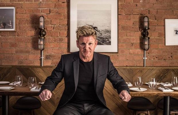 Có bố là đầu bếp triệu phú nhưng các con của Gordon Ramsay vẫn phải ngồi máy bay hạng thường, không bao giờ được vào nhà hàng sang trọng - Ảnh 5.
