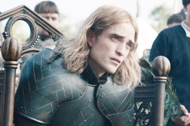 Cười sảng với giọng Pháp còn phèn của trai đẹp Robert Pattinson: Diễn hay chẳng ai để ý còn bị ví là chồn hôi - Ảnh 4.