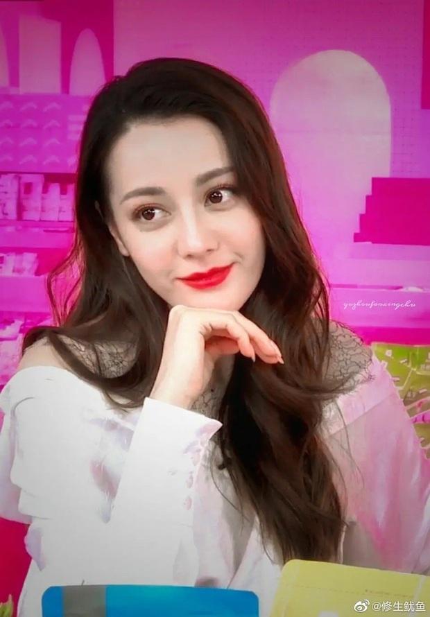 Nhan sắc Địch Lệ Nhiệt Ba xuất sắc đến nhường nào? Loạt khoảnh khắc từ livestream sẽ khiến netizen phải tròn mắt - Ảnh 4.