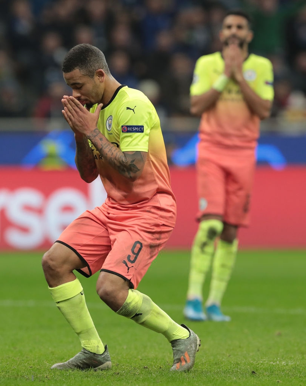 Ngày đen đủi của nhà vô địch nước Anh tại Champions League: Thủ môn số 1 chấn thương, thủ môn thứ 2 vào thay rồi ăn thẻ đỏ - Ảnh 8.