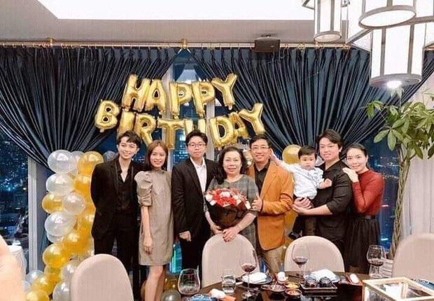 Hậu bị bắt gặp tình tứ, Gil Lê và Hoàng Thùy Linh lại công khai xuất hiện chung tại tiệc của hội bạn thân toàn nghệ sĩ - Ảnh 4.
