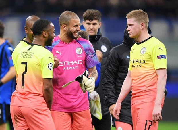 Ngày đen đủi của nhà vô địch nước Anh tại Champions League: Thủ môn số 1 chấn thương, thủ môn thứ 2 vào thay rồi ăn thẻ đỏ - Ảnh 5.
