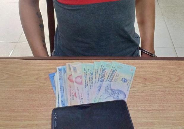 Thanh niên trộm sạch tiền của gái bán dâm sau khi vui vẻ xong - Ảnh 2.