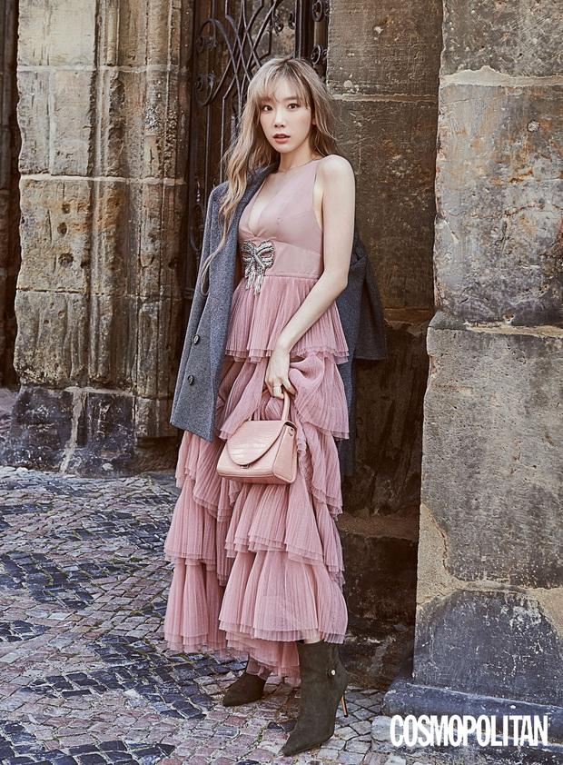 Bị đồn không ưa nhau, Taeyeon và Jessica lại dính duyên nợ vì một mẫu váy: Người sang chảnh, người cá tính nhưng ai đẳng cấp hơn? - Ảnh 1.