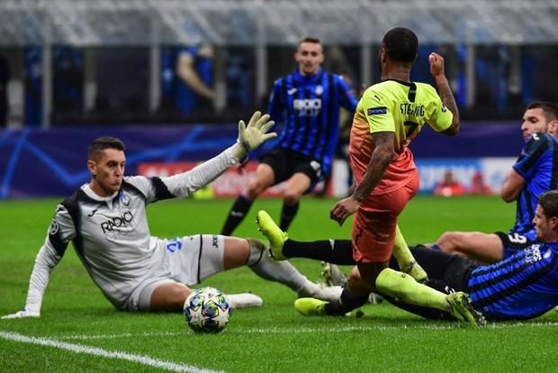Ngày đen đủi của nhà vô địch nước Anh tại Champions League: Thủ môn số 1 chấn thương, thủ môn thứ 2 vào thay rồi ăn thẻ đỏ - Ảnh 7.