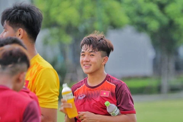 Info cầu thủ sinh năm 2001 của U19 Việt Nam, vừa nhìn đã thấy ngời ngời tố chất visual - Ảnh 4.
