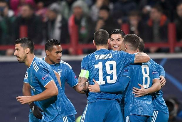 Biểu cảm cực hài hước của Ronaldo khi chứng kiến đồng đội cướp một bàn thắng mười mươi - Ảnh 5.