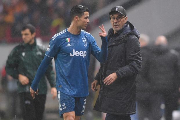 Biểu cảm cực hài hước của Ronaldo khi chứng kiến đồng đội cướp một bàn thắng mười mươi - Ảnh 6.