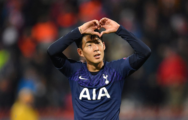 Khoảnh khắc xúc động: Son Heung-min từ chối ăn mừng sau khi ghi bàn, chắp tay và cúi đầu xin lỗi cầu thủ bị anh làm gãy chân - Ảnh 4.