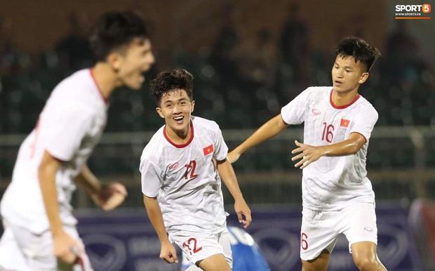 Info cầu thủ sinh năm 2001 của U19 Việt Nam, vừa nhìn đã thấy ngời ngời tố chất visual - Ảnh 3.