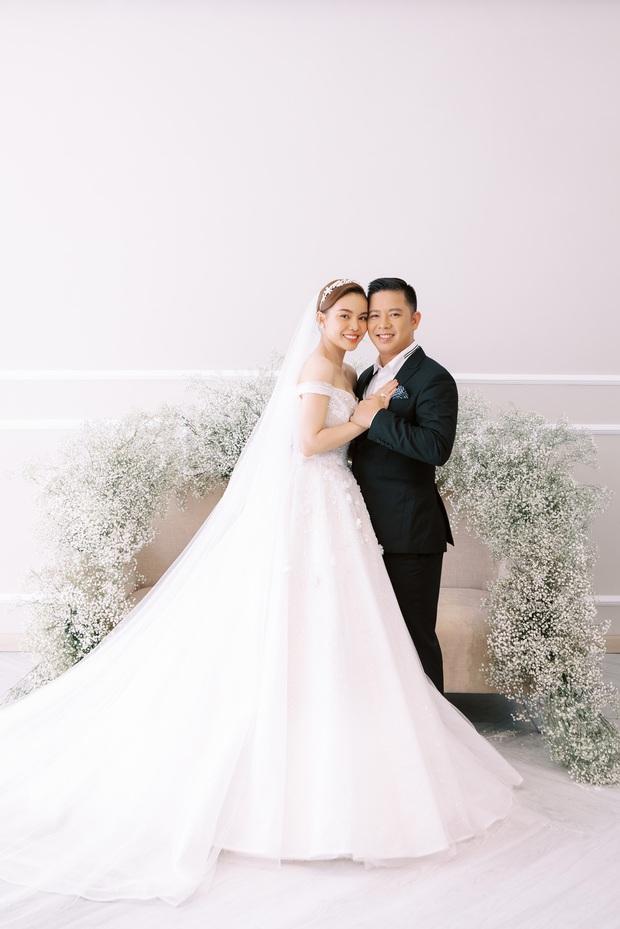 Bộ ảnh cưới trước thềm hôn lễ của Giang Hồng Ngọc: Sánh đôi cực tình cảm bên ông xã, sự xuất hiện của cậu ấm gây chú ý hơn cả! - Ảnh 7.