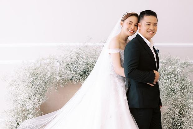 Bộ ảnh cưới trước thềm hôn lễ của Giang Hồng Ngọc: Sánh đôi cực tình cảm bên ông xã, sự xuất hiện của cậu ấm gây chú ý hơn cả! - Ảnh 1.