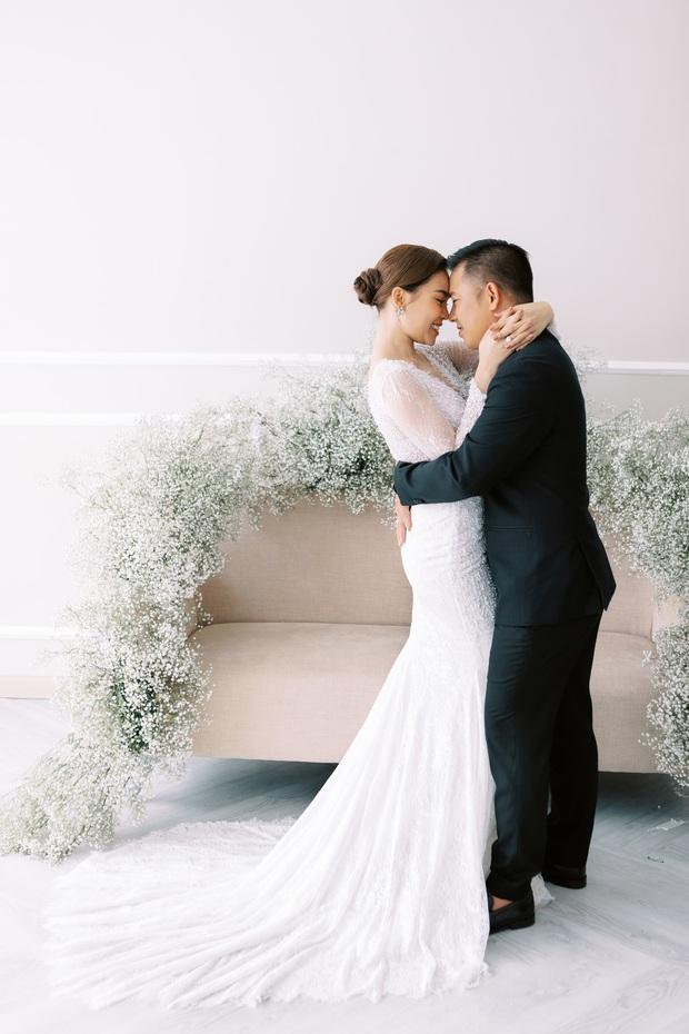 Bộ ảnh cưới trước thềm hôn lễ của Giang Hồng Ngọc: Sánh đôi cực tình cảm bên ông xã, sự xuất hiện của cậu ấm gây chú ý hơn cả! - Ảnh 9.