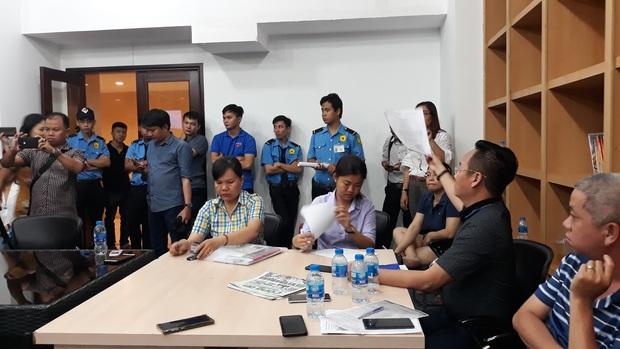 UBND phường thông tin bất ngờ về nghi án bé trai 10 tuổi bị cha và mẹ kế bạo hành ở Sài Gòn - Ảnh 1.