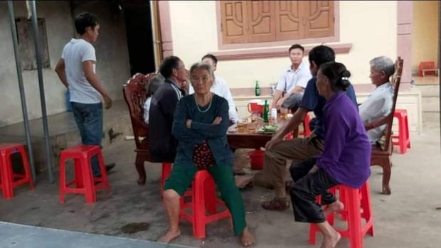 Vụ bà nội sát hại cháu gái ở Nghệ An: Công an mời ông nội lên làm việc, phá tủ xem hồ sơ bảo hiểm - Ảnh 3.
