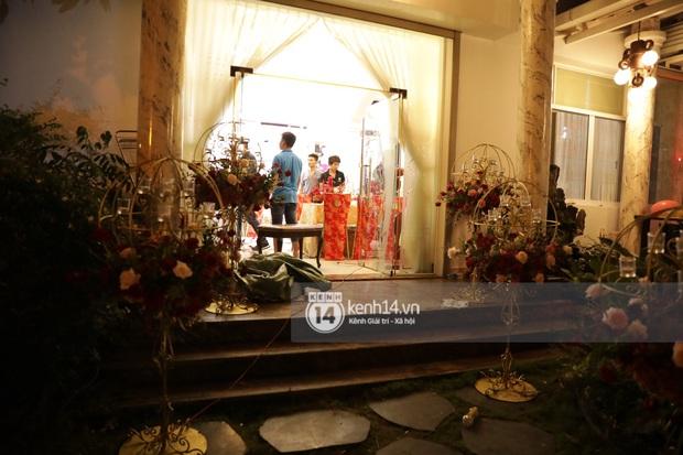 Độc quyền: Đông Nhi xuất hiện tại nhà Ông Cao Thắng trước giờ rước dâu, biệt thự của chú rể đã ngập tràn sắc đỏ! - Ảnh 5.