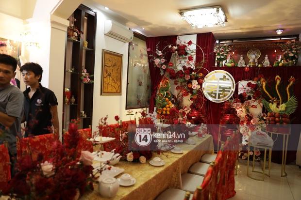 Độc quyền: Đông Nhi xuất hiện tại nhà Ông Cao Thắng trước giờ rước dâu, biệt thự của chú rể đã ngập tràn sắc đỏ! - Ảnh 6.