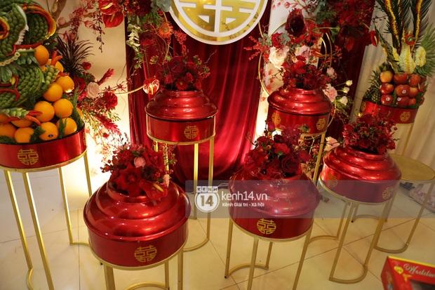 Độc quyền: Đông Nhi xuất hiện tại nhà Ông Cao Thắng trước giờ rước dâu, biệt thự của chú rể đã ngập tràn sắc đỏ! - Ảnh 11.