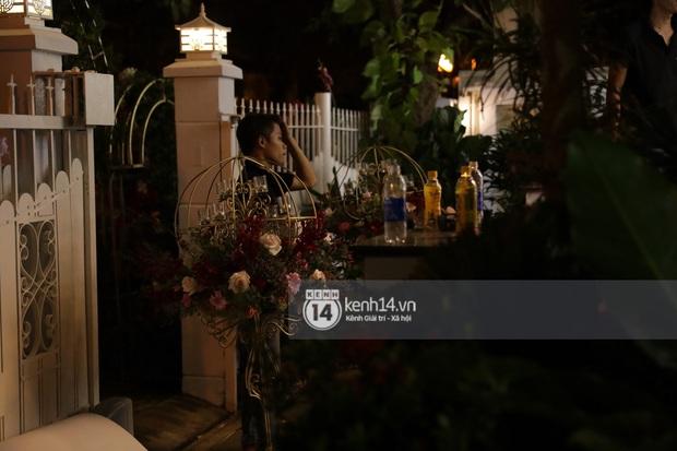 Độc quyền: Đông Nhi xuất hiện tại nhà Ông Cao Thắng trước giờ rước dâu, biệt thự của chú rể đã ngập tràn sắc đỏ! - Ảnh 15.