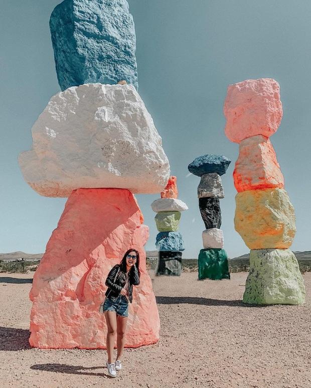 Độc nhất thế giới công viên đá 7 màu xếp chồng lên nhau đầy ngoạn mục, dân mạng đua nhau tới check-in trước khi đóng cửa - Ảnh 17.