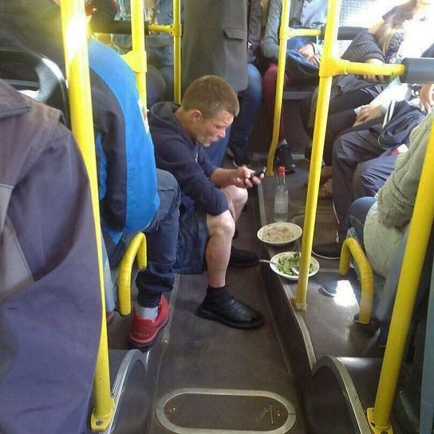 Quỳ cả hai chân với những kì nhân dị sĩ xuất hiện trên phương tiện công cộng khắp bốn phương trời - Ảnh 11.