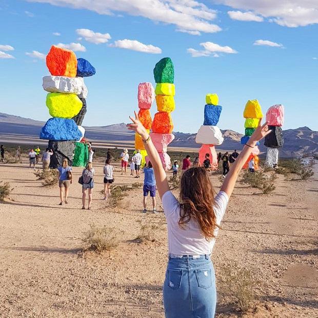 Độc nhất thế giới công viên đá 7 màu xếp chồng lên nhau đầy ngoạn mục, dân mạng đua nhau tới check-in trước khi đóng cửa - Ảnh 24.