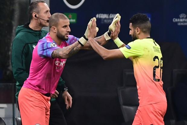 Ngày đen đủi của nhà vô địch nước Anh tại Champions League: Thủ môn số 1 chấn thương, thủ môn thứ 2 vào thay rồi ăn thẻ đỏ - Ảnh 4.