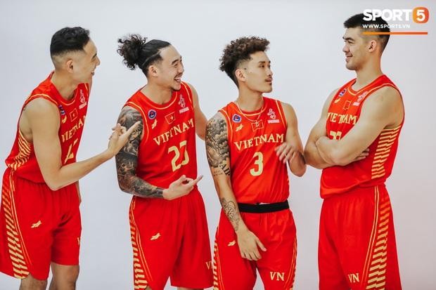 Nam thần cơ bắp của đội tuyển bóng rổ Việt Nam dự SEA Games 30: Đang học thạc sĩ tại Mỹ, trở về Việt Nam vì muốn cống hiến cho tổ quốc - Ảnh 8.