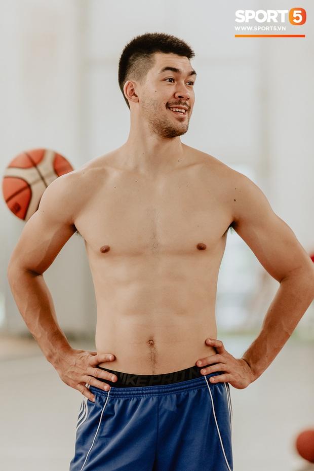 Bỏng mắt trước loạt ảnh body 6 múi của tuyển thủ bóng rổ Việt Nam tham dự SEA Games 2019 - Ảnh 11.