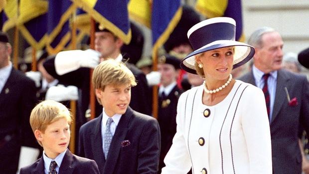 Ngắm bộ ảnh chân dung cuối cùng của Công nương Diana - vẻ đẹp rạng rỡ của sự tự do nhưng cũng là kí ức nhói đau trong lòng 2 Hoàng tử - Ảnh 6.