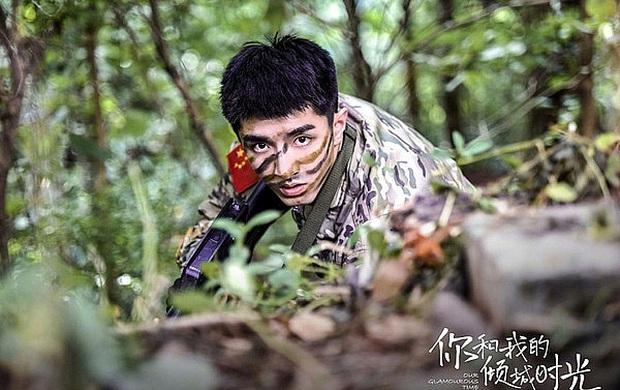 """Triệu Lệ Dĩnh - cô gái vàng trong làng săn trai trẻ: Hết Vương Nhất Bác tới Tiêu Chiến, giờ Đặng Luân sắp vào """"rọ""""? - Ảnh 2."""