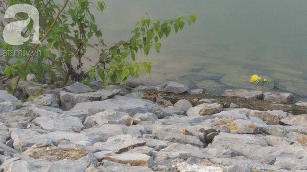 Vụ bà nhẫn tâm sát hại cháu ở Nghệ An: Bí ẩn hoa cúng nghi can mang theo ra hiện trường - Ảnh 1.