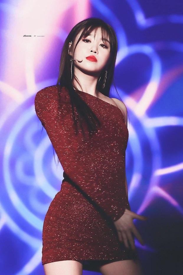 4 nữ idol ăn vận sexy nhất nhì sân khấu Kpop: Nàng nào cũng sở hữu body đẹp phát hờn, thần thái vạn tiễn xuyên tim - Ảnh 13.