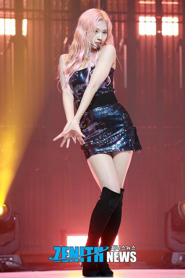 4 nữ idol ăn vận sexy nhất nhì sân khấu Kpop: Nàng nào cũng sở hữu body đẹp phát hờn, thần thái vạn tiễn xuyên tim - Ảnh 19.