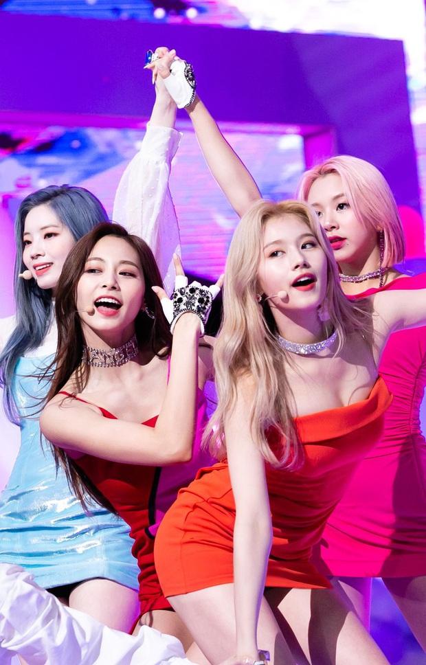 4 nữ idol ăn vận sexy nhất nhì sân khấu Kpop: Nàng nào cũng sở hữu body đẹp phát hờn, thần thái vạn tiễn xuyên tim - Ảnh 20.