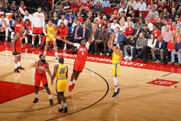 NBA 19-20: James Harden lập Double-double, Houston Rockets nghiền nát Golden State Warriors tại thánh địa Toyota Center - Ảnh 3.