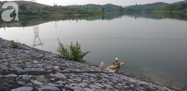 Vụ bà nhẫn tâm sát hại cháu ở Nghệ An: Bí ẩn hoa cúng nghi can mang theo ra hiện trường - Ảnh 4.