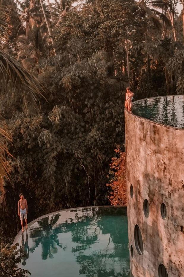 Vợ hai Minh Nhựa đăng trọn vẹn bộ ảnh Bali, có một tấm hình khiến người sợ độ cao phải dựng tóc gáy - Ảnh 2.