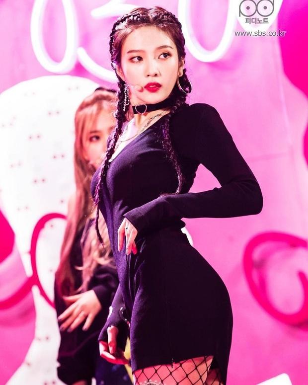 4 nữ idol ăn vận sexy nhất nhì sân khấu Kpop: Nàng nào cũng sở hữu body đẹp phát hờn, thần thái vạn tiễn xuyên tim - Ảnh 6.