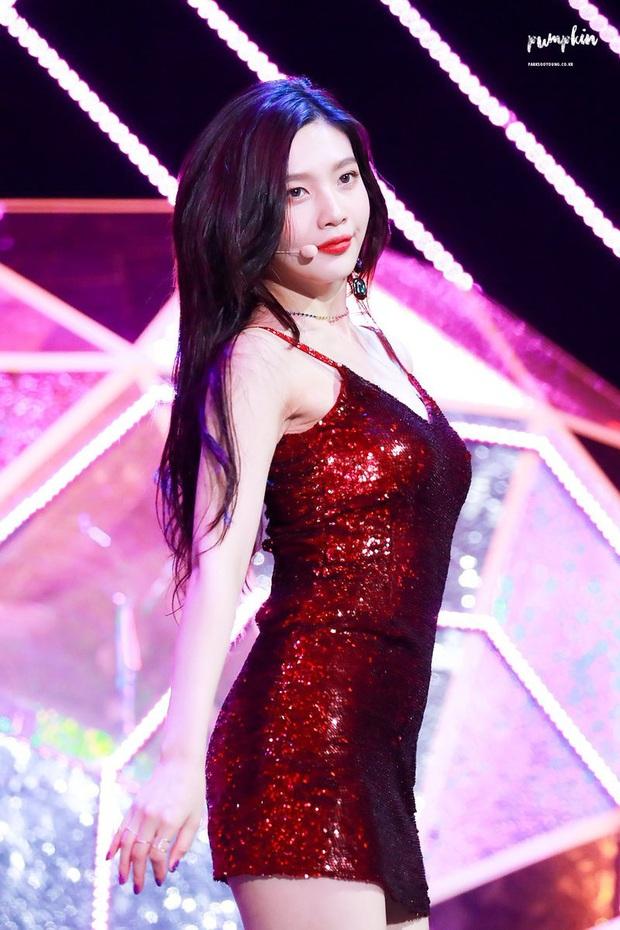 4 nữ idol ăn vận sexy nhất nhì sân khấu Kpop: Nàng nào cũng sở hữu body đẹp phát hờn, thần thái vạn tiễn xuyên tim - Ảnh 8.