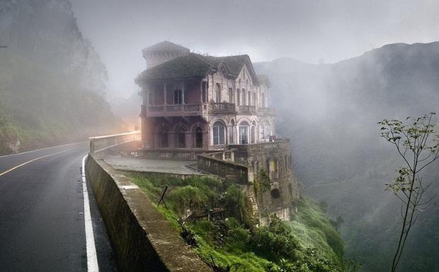Hotel del Salto: Từ khách sạn sang dành cho giới quý tộc đến địa điểm tự tử nổi tiếng, gắn liền với những lời đồn chết chóc kì lạ - Ảnh 7.
