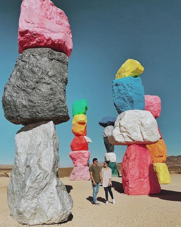 Độc nhất thế giới công viên đá 7 màu xếp chồng lên nhau đầy ngoạn mục, dân mạng đua nhau tới check-in trước khi đóng cửa - Ảnh 19.