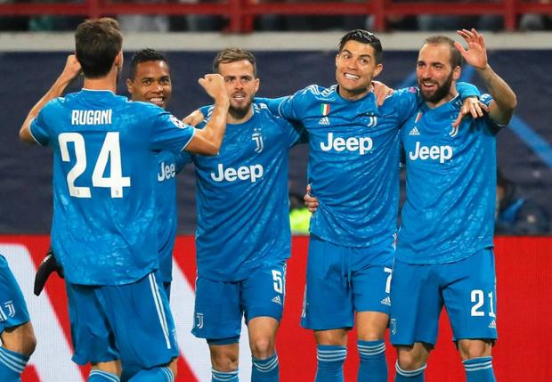 Biểu cảm cực hài hước của Ronaldo khi chứng kiến đồng đội cướp một bàn thắng mười mươi - Ảnh 4.