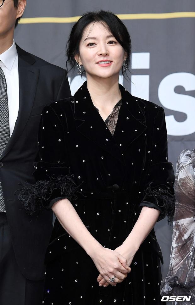 Nàng Dae Jang Geum Lee Young Ae lấn át hết dàn sao quyền lực, đẹp đỉnh cao đến mức bất chấp dấu hiệu lão hóa - Ảnh 2.