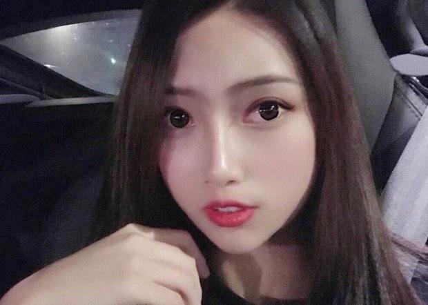Hot girl xinh đẹp khiến phi công bị cấm bay vĩnh viễn vì cho vào buồng lái gây sốc khi lộ ảnh quá khứ như hai người khác nhau - Ảnh 2.