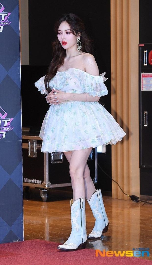 HyunA suýt hớ hênh vì váy cũn cỡn, GOT7 cực soái đọ visual với em trai BTS và EDawn trên thảm đỏ - Ảnh 1.